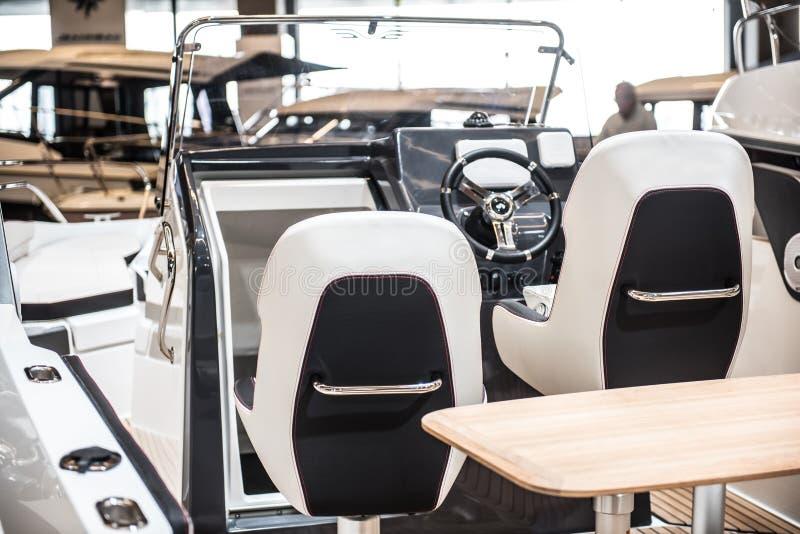 Внутренность роскошной яхты спорта стоковое фото rf