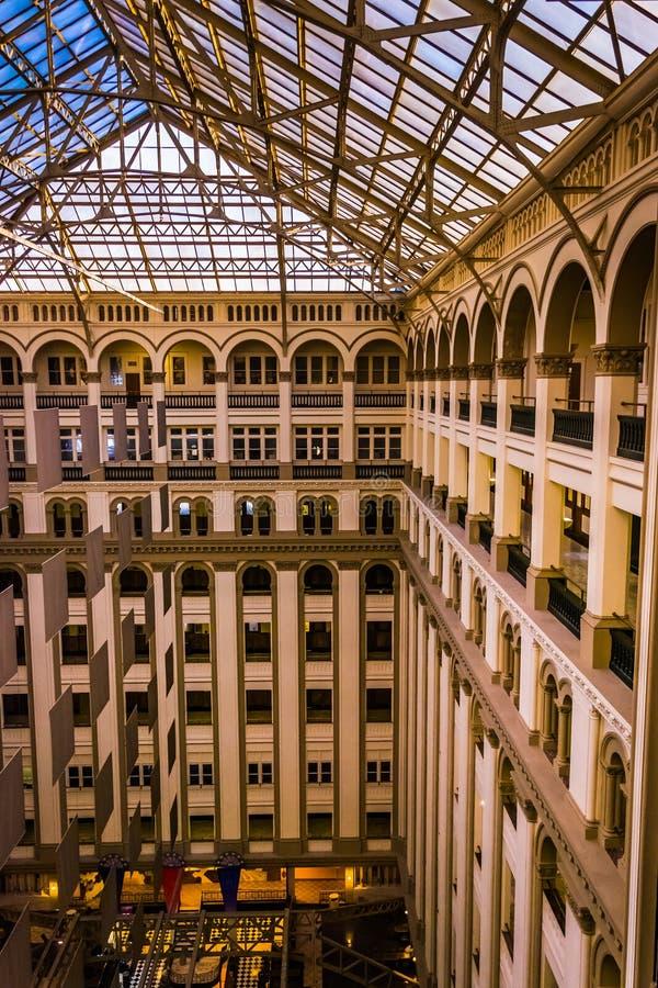 Внутренняя архитектура на старом почтовом отделении, в Вашингтоне, DC стоковое изображение rf