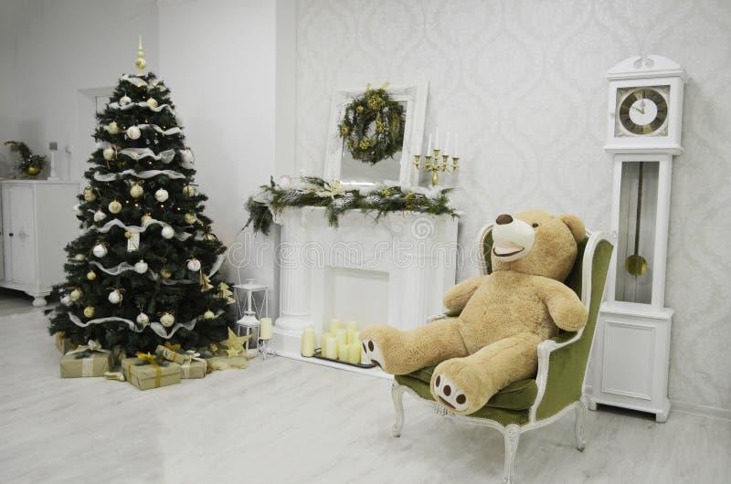 Внутренняя комната украшенная в стиле рождества Отсутствие людей стоковые изображения
