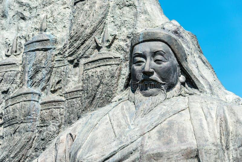 ВНУТРЕННЯЯ МОНГОЛИЯ, КИТАЙ - 10-ое августа 2015: Статуя Kublai Khan на месте стоковое фото rf