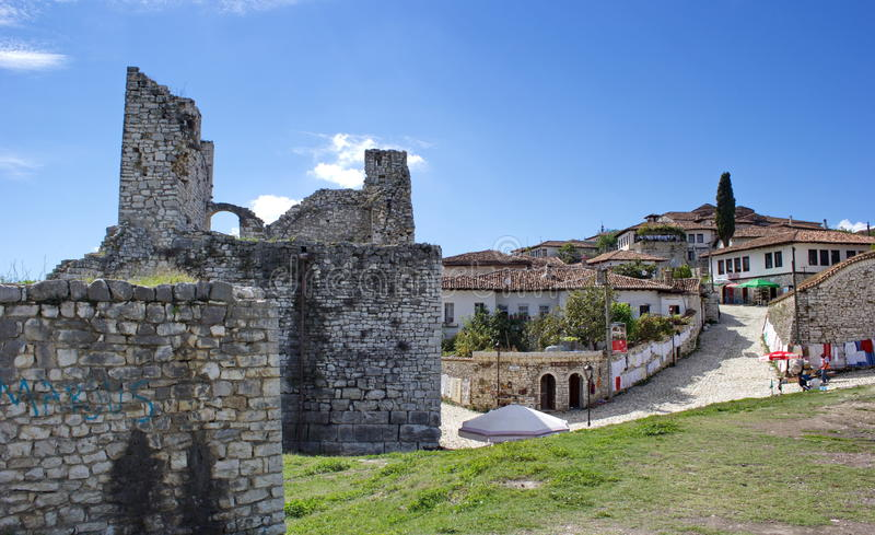 Внутренняя старая крепость в Berat, Албании стоковые изображения