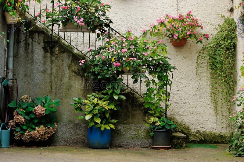 Внутренняя сцена двора на Ammerschwihr, Франции стоковое изображение