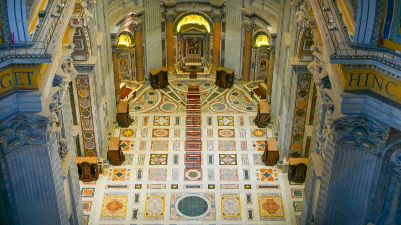 Download Внутри базилики St Peters в Риме - виде с воздуха от купола Редакционное Стоковое Фото - изображение насчитывающей каникула, туристы: 81807333