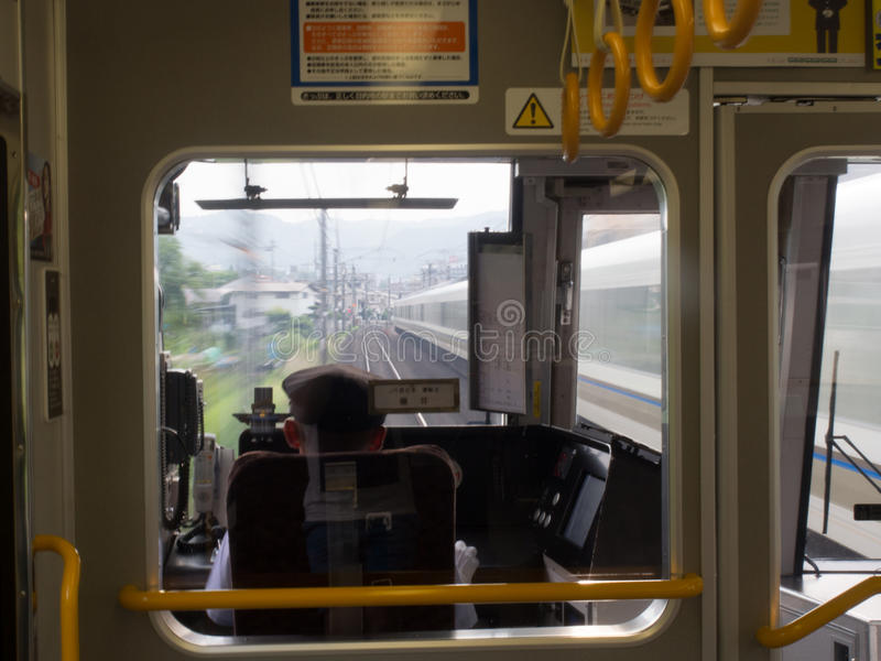 Download Внутри быстро проходя поезда МЛАДШЕГО в токио, Япония Редакционное Изображение - изображение насчитывающей скорости, от: 81804175