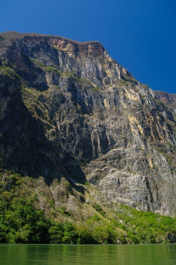 Внутри каньона Sumidero около inChiapas Tuxtla Gutierrez стоковые изображения