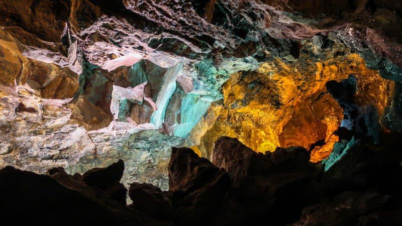Внутри красивой пещеры тоннеля лавы cueva de los verdes Lanzar стоковая фотография rf