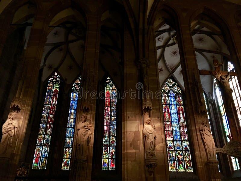 Внутри Нотр-Дам de Страсбурга стоковое изображение rf