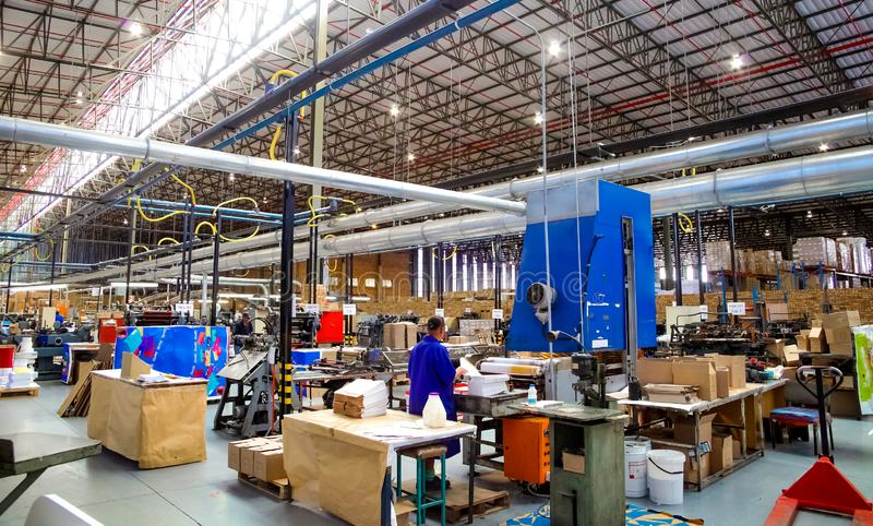 Внутри объект фабрики печатания и упаковки стоковое фото