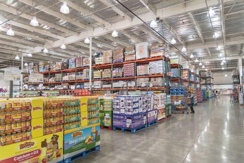 Внутри покупок клиента магазина оптовой продажи Costco в Сиэтл, помойте стоковые фотографии rf