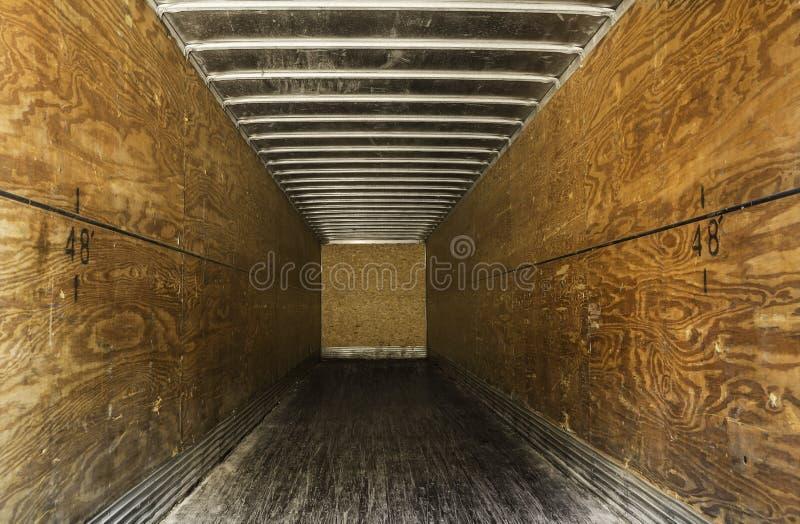 Download Внутри пустого старого трейлера Стоковое Изображение - изображение насчитывающей дорога, кудель: 40581789