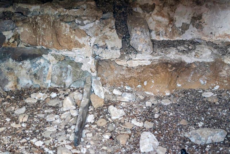 Внутри средневековых каменных усыпальниц в Kabardino-Balkaria, Россия стоковое фото rf