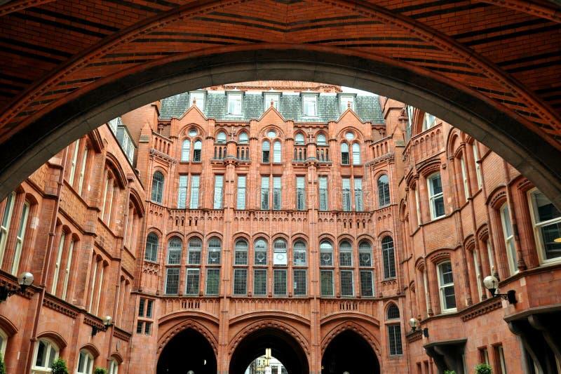 Внутри суда Адвокатур Holborn, или благоразумного обеспечения строя красное терракотовое викторианское здание стоковые фотографии rf