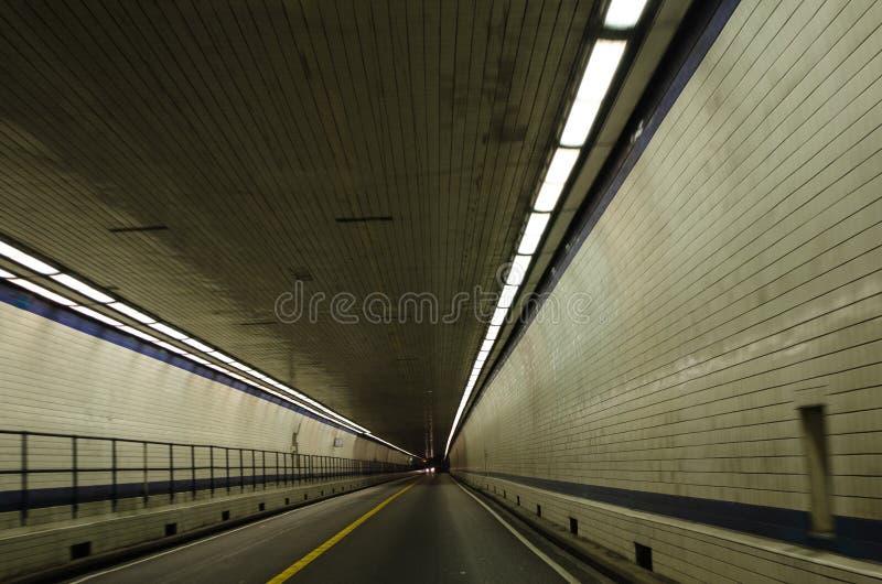 Внутри тоннеля моста чесапикского залива стоковая фотография rf