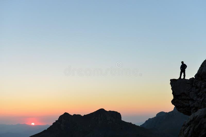 Внушительная концепция ландшафтов горы, сильных и гордых для альпиниста стоковая фотография