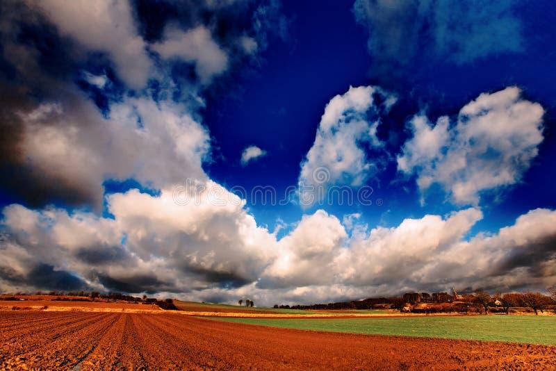 Внушительное небо над землей стоковое изображение rf