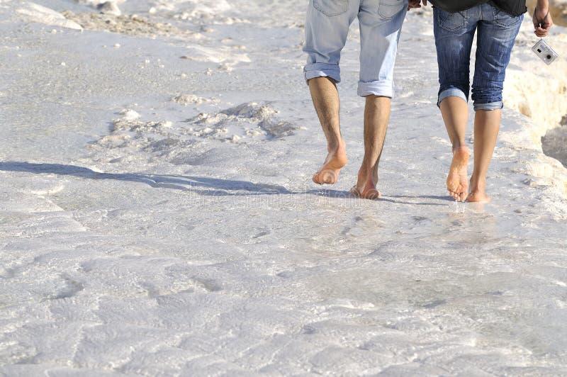 вода босоногого pamukkale гуляя стоковая фотография