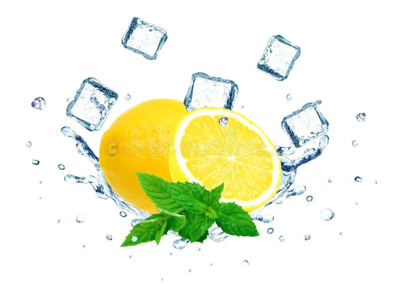 Вода выплеска лимона стоковые изображения