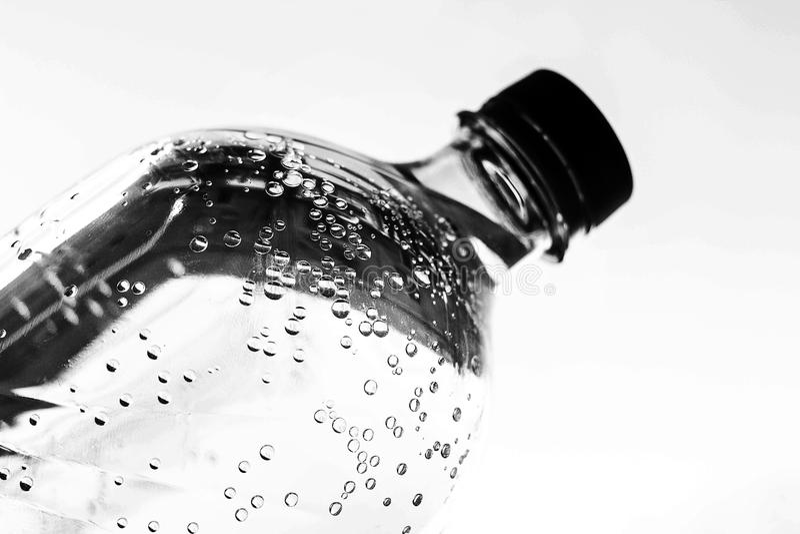 Вода в бутылке на белизне стоковое фото rf