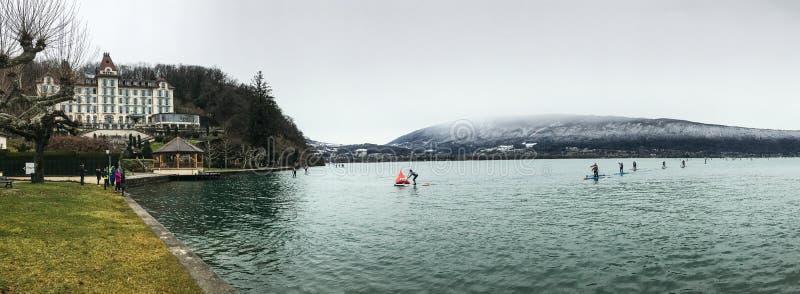 Вода зимы озера шлюпки доски затвора гонки стоковые фото