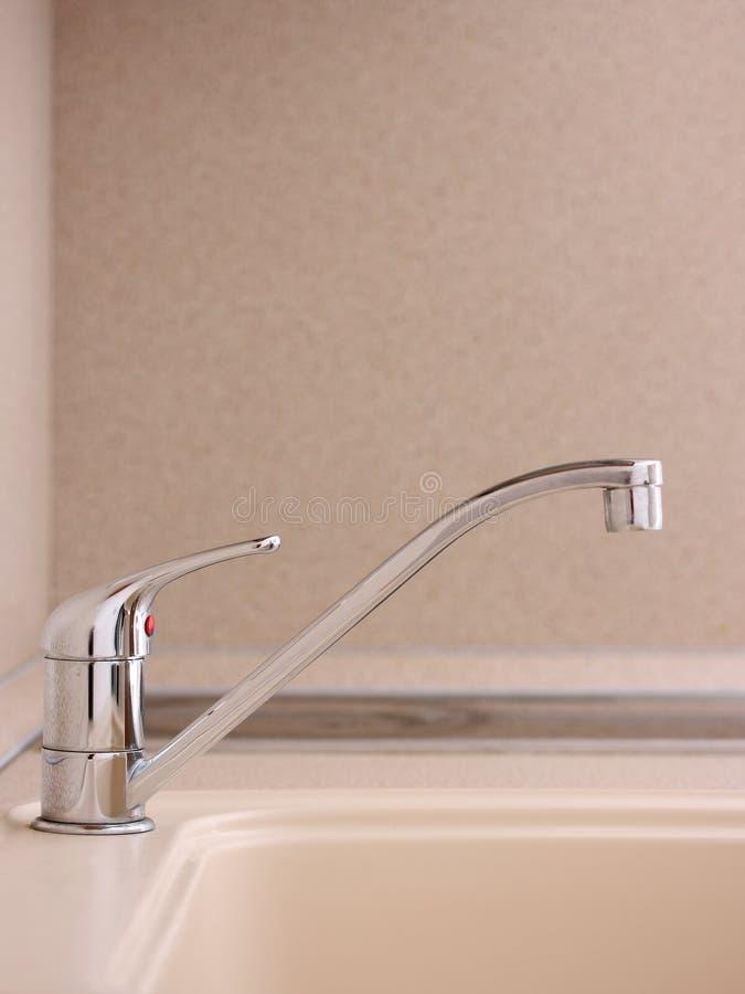 вода из крана faucet стоковые изображения
