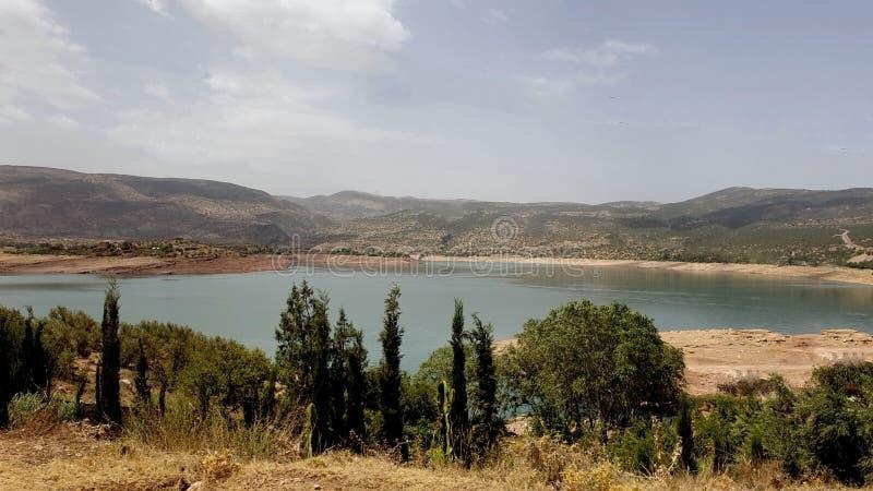 Вода и горы стоковое фото rf