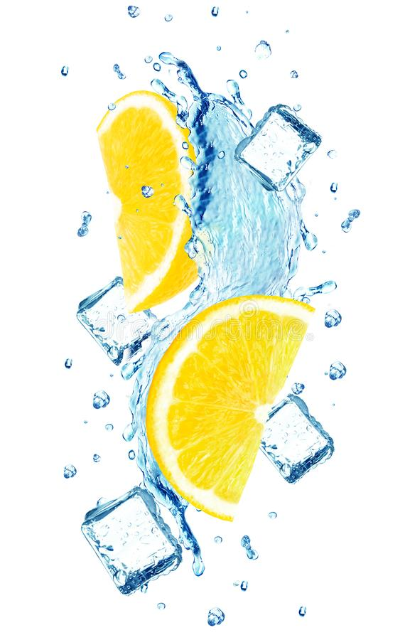 Вода и лед выплеска лимона стоковые изображения