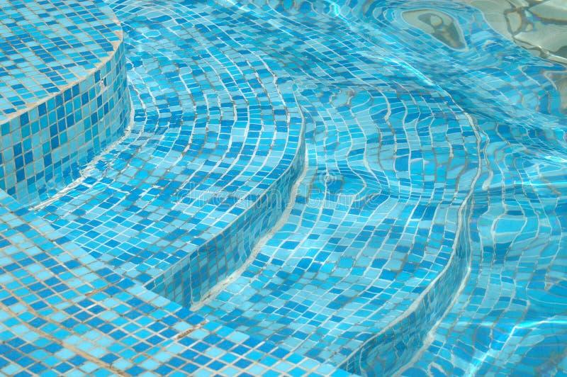 вода лестниц бассеина стоковые изображения rf