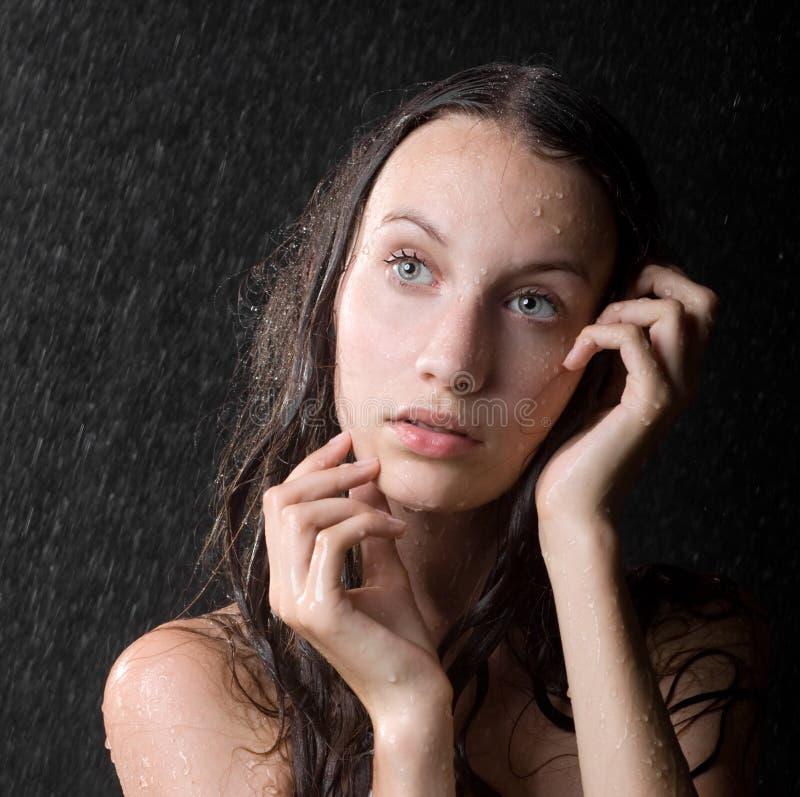 вода милой студии девушки предназначенная для подростков стоковые изображения rf