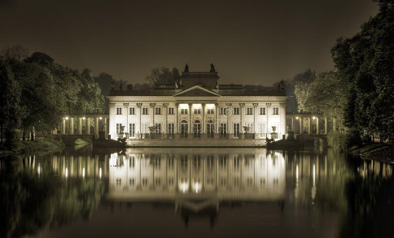 вода парка дворца lazienki королевская стоковое фото rf