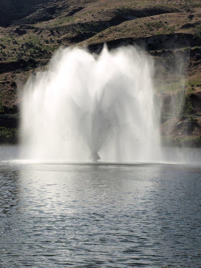 вода фонтана запруды удачливейшая пиковая стоковая фотография