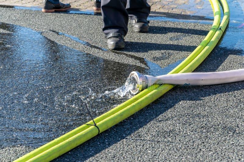 Вода шланга оборудования пожарного стоковые изображения rf
