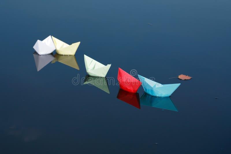 вода шлюпок бумажная стоковое фото