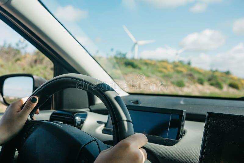 Водитель или путешественник или турист управляют автомобилем стоковое фото rf