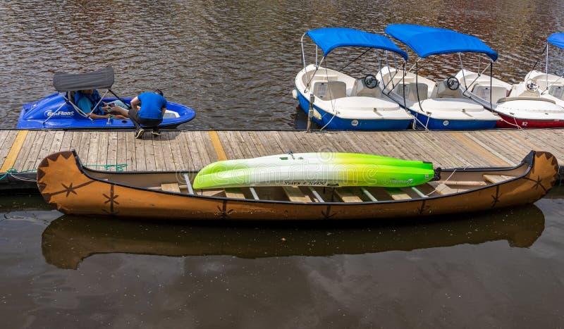 Водные виды спорта на реке St Laurent стоковые фото