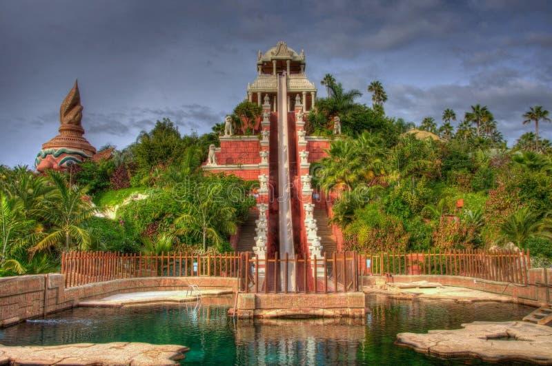 Водные горки в джунглях, Тенерифе в канарских островах стоковые изображения