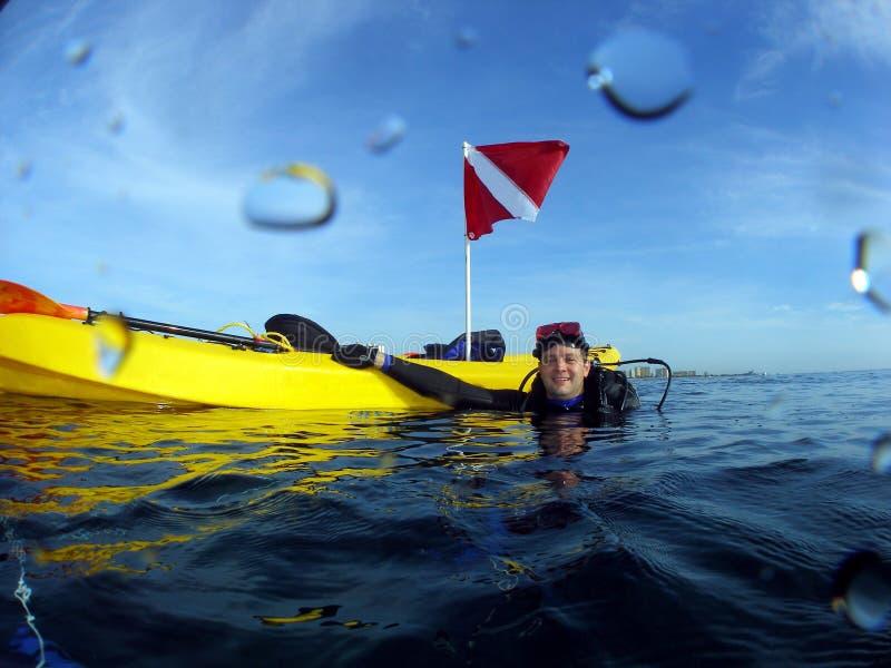 водолаз его скуба kayak стоковые фотографии rf