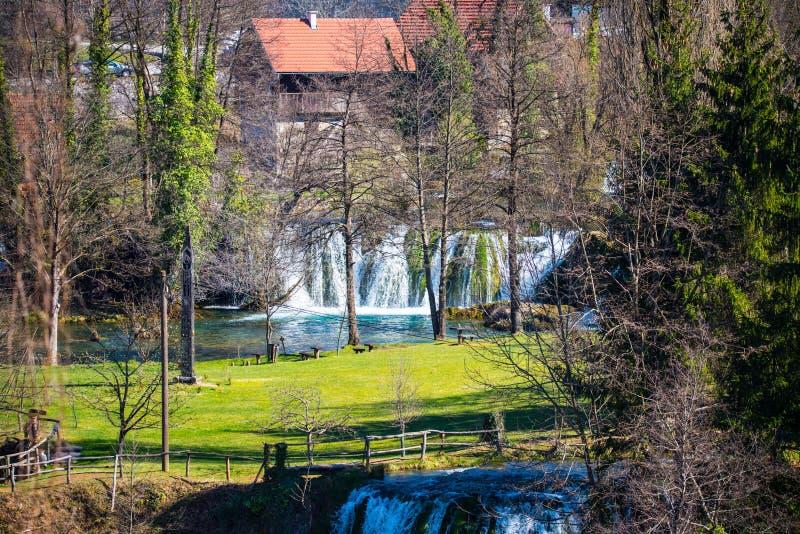 Водопады деревни Rastoke в Хорватии стоковые фотографии rf