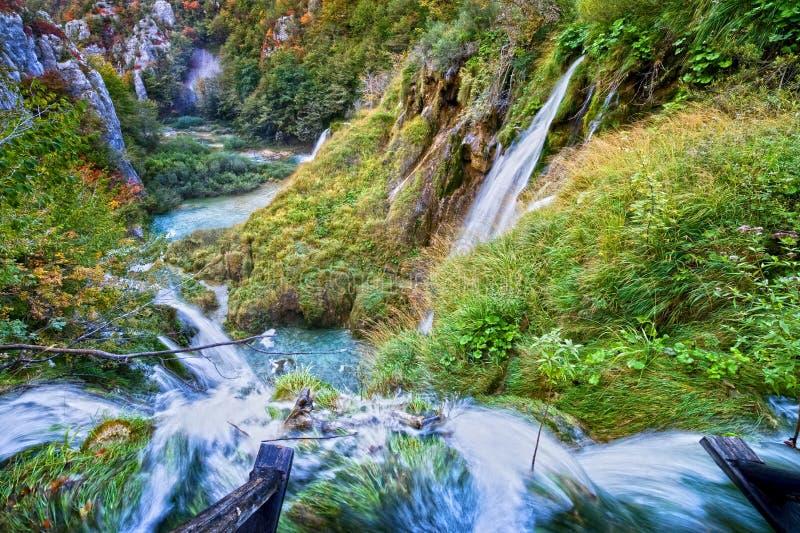 Водопады долины осени стоковые фото