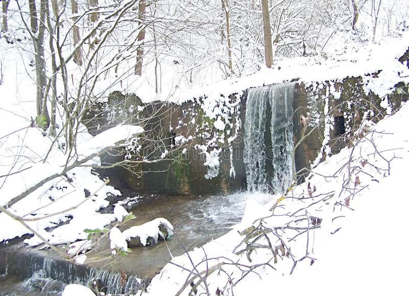 Водопады заводи зимы стоковая фотография