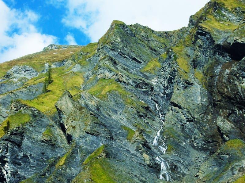 Водопады и каскады в долине Weisstannental стоковая фотография