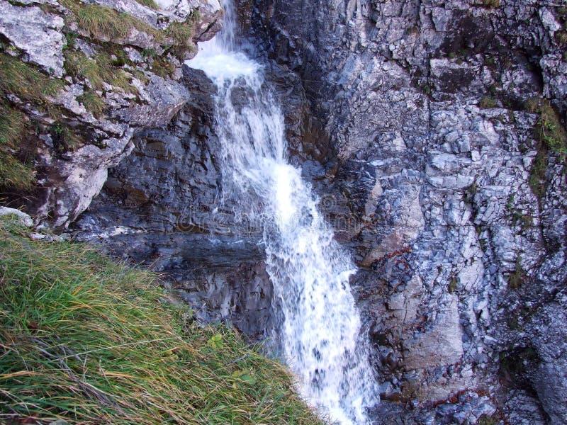 Водопады и каскады на восточном даннике озера Klontalersee стоковое фото rf