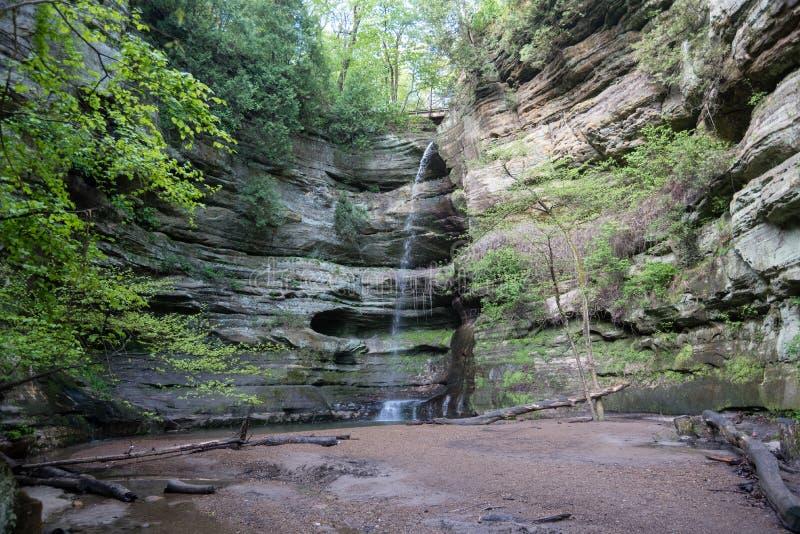 Водопад в проголоданном парке штата утеса стоковое фото