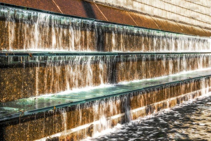 Водопад в середине фонтана стоковое изображение rf