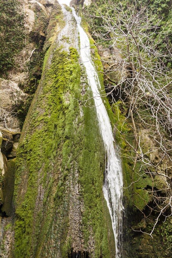 Водопад в ущелье Richtis на зиме, Крит, Греция стоковая фотография rf