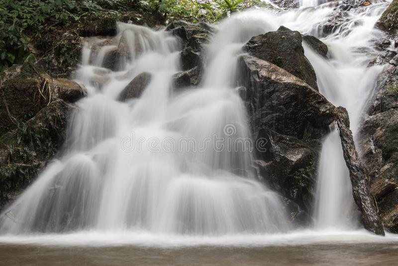 Водопад в Чиангмае, Таиланде стоковые изображения rf