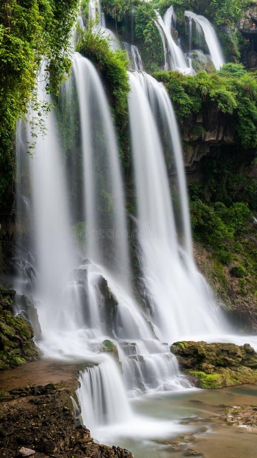 Водопад городка гибискуса стоковое изображение rf