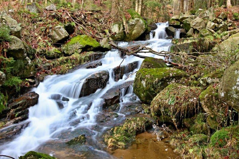 Водопад горы в чехии стоковые изображения rf