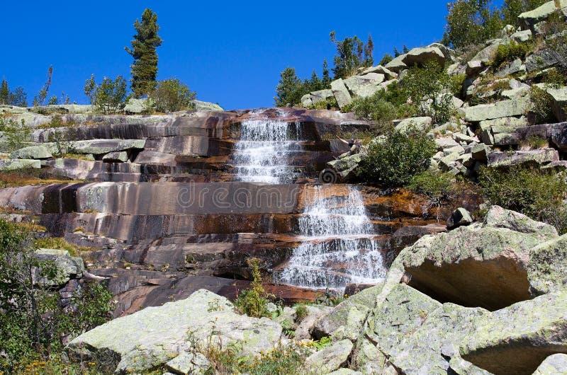 водопад горы ландшафта mramorniy стоковое фото rf