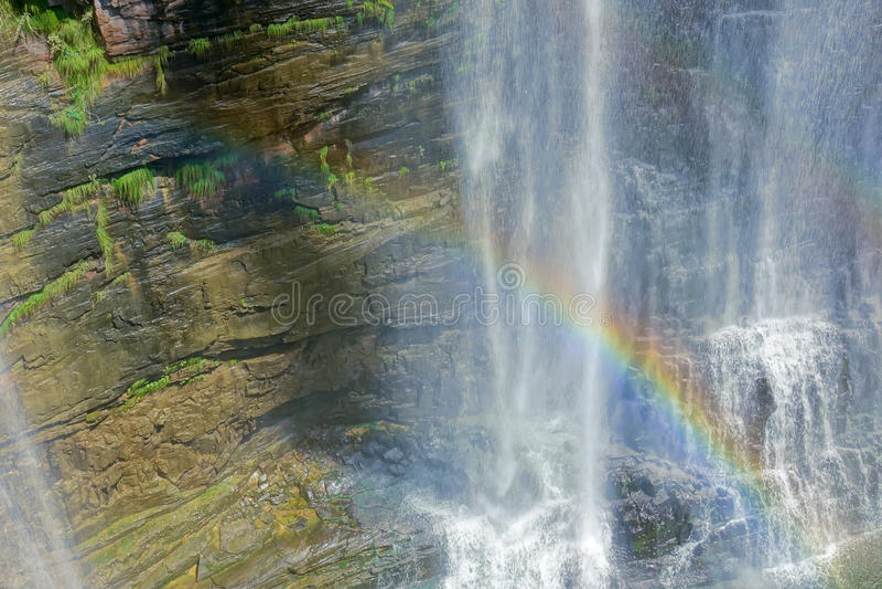 Водопад и радуга стоковые фото