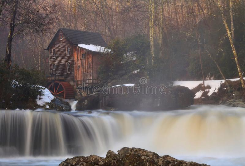 Водопад на мельнице стоковые изображения rf